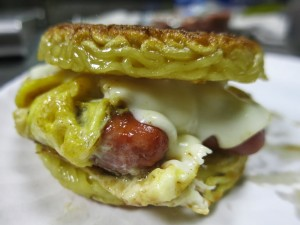breakfast ramen burger